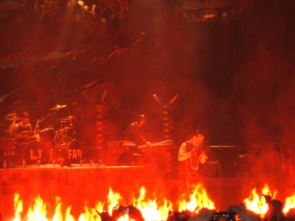 www.downloads.neogeoforlife.com/photos/rammstein3.jpg